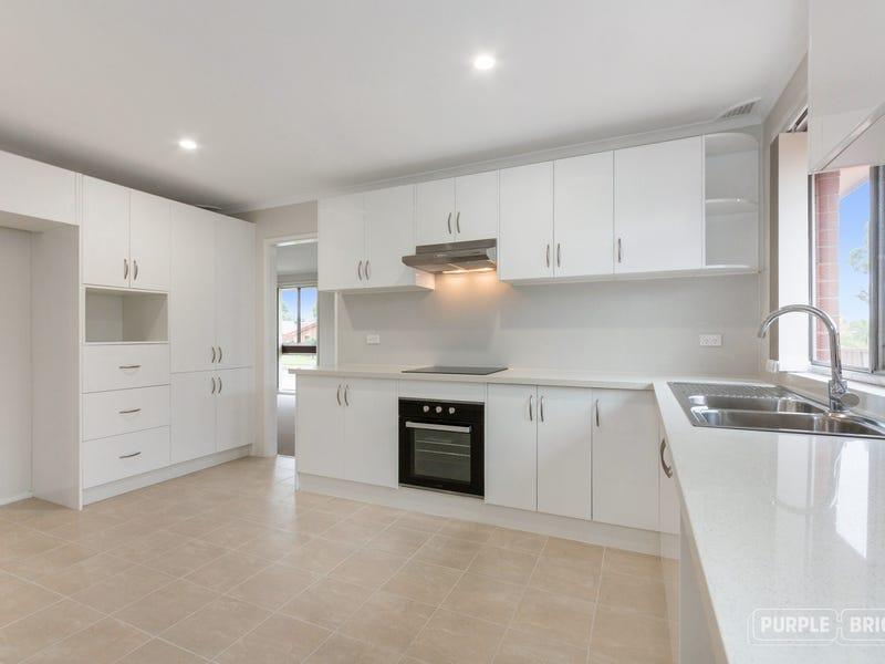 28 Swinborne Crescent Wetherill Park Nsw 2164 Property Details