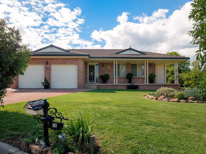 19 Banjos Circuit, Hillvue, NSW 2340