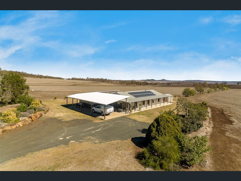 372 Felton-Clifton Road, Felton East, Qld 4358