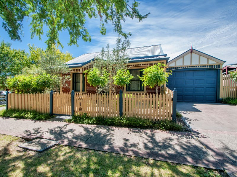 22 Chatswood Grove, Chirnside Park, Vic 3116