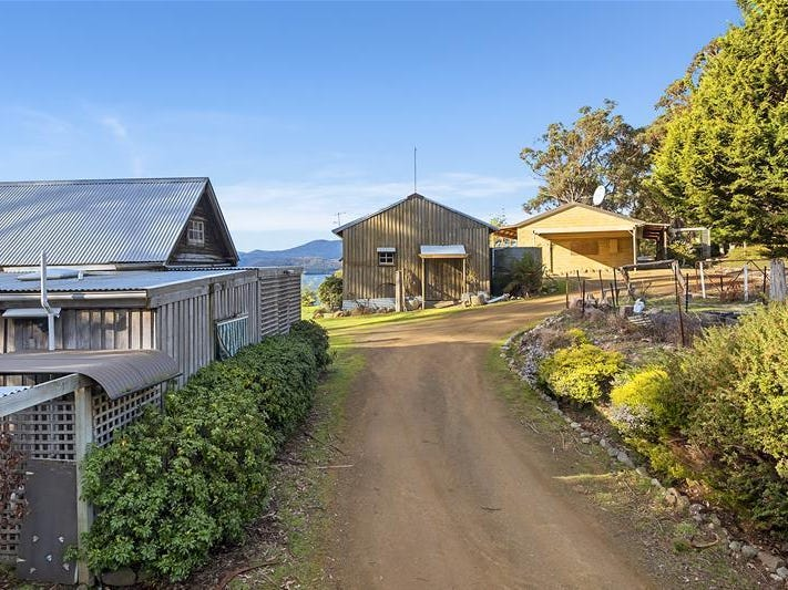 574 Police Point Road, Police Point, Tas 7116