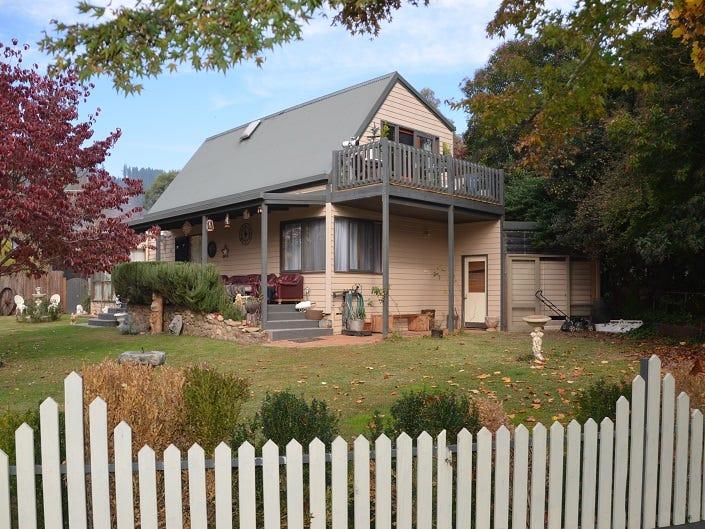 34 Service Street, Porepunkah, Vic 3740