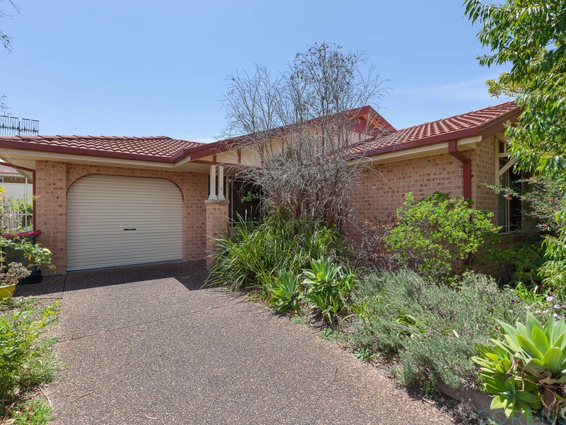 18 St Lawrence Avenue, Blue Haven, NSW 2262