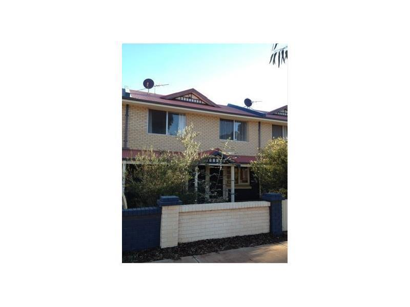 3/243 Piccadilly Street, West Lamington