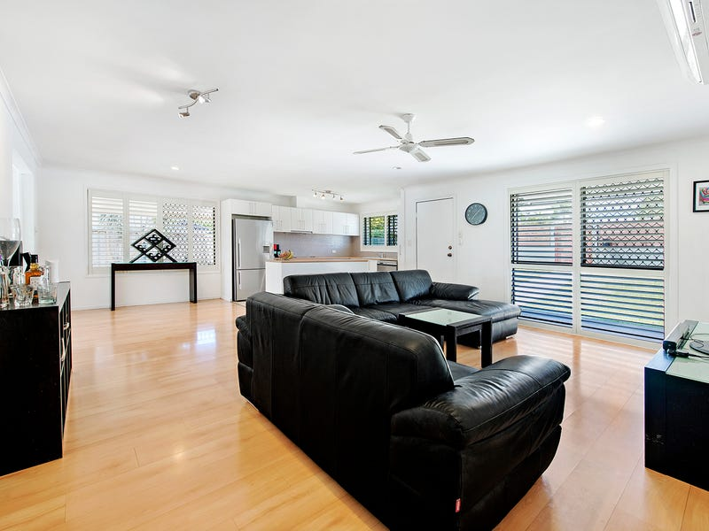 28 Canterbury Chase, Ashmore, Qld 4214