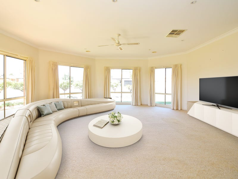 25 Little Road, Griffith