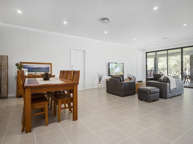 13 Halmstad Boulevard, Luddenham, NSW 2745
