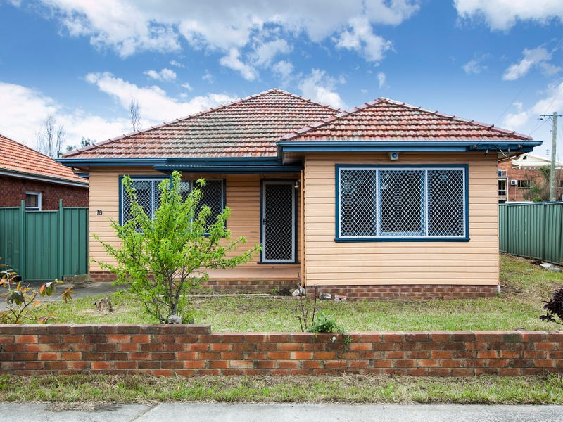 18 Ajax Avenue, North Wollongong, NSW 2500