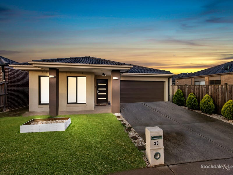 33 Naas Road, Clyde North, Vic 3978