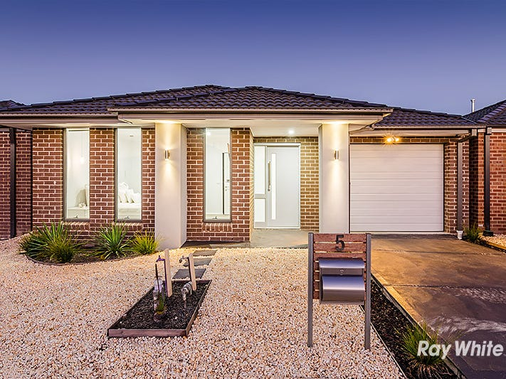 5 Saloon Circuit, Clyde North, Vic 3978