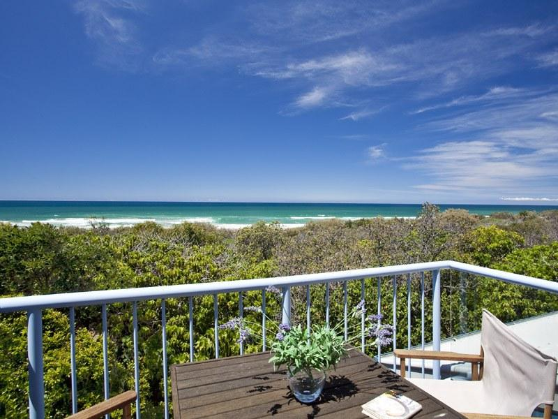 4 Castaway Beach Houses, Castaways Beach, Qld 4567