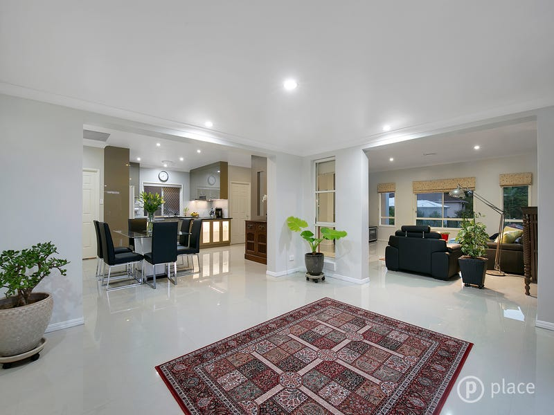 8 Summerfield Place, Kenmore, Qld 4069