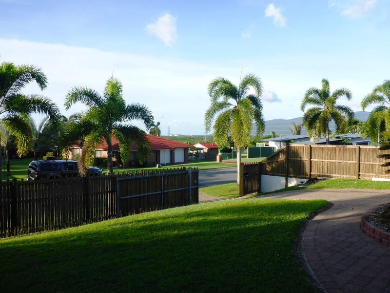 7 Travolta Close, White Rock, Qld 4868