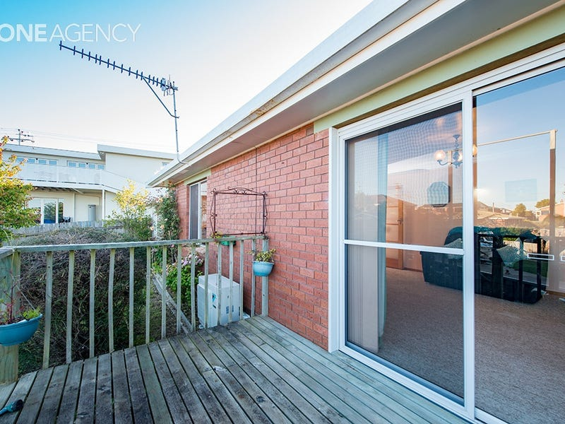 2/17 Turnbull Avenue, Upper Burnie, Tas 7320