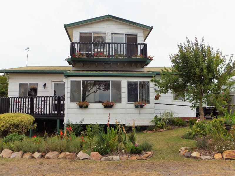 64 Newlands Drive, Paynesville, Vic 3880