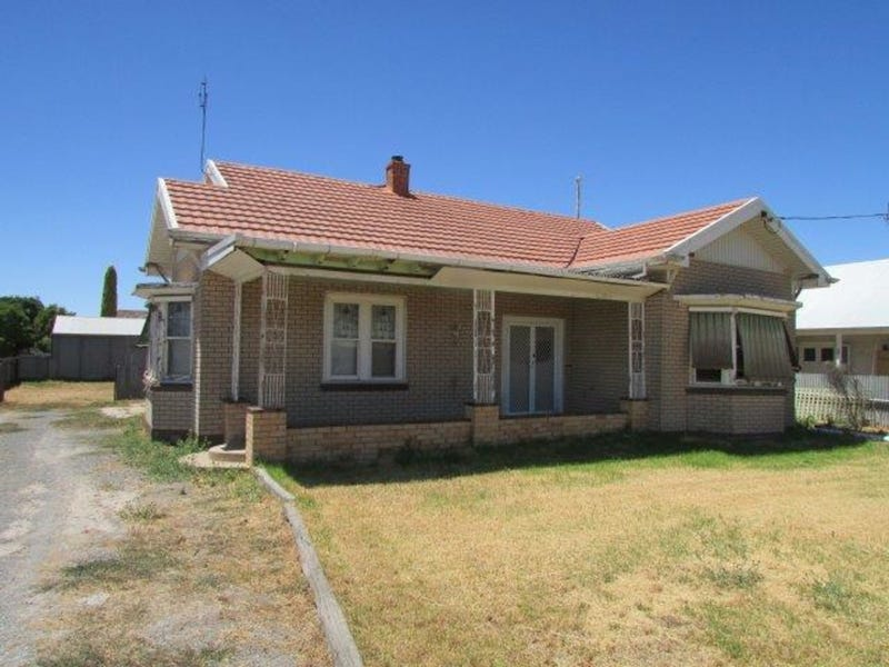 81 Jamouneau Street, Warracknabeal, Vic 3393
