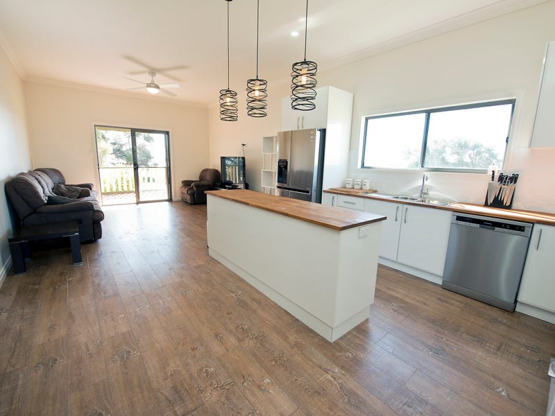 303 Lake Road, Woorinen, Vic 3589
