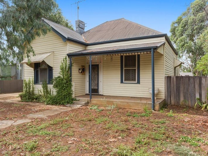 136 Railway Place, Elmore, Vic 3558