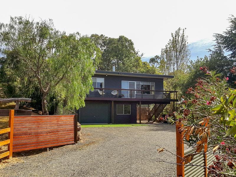 24 Hills Road, Goughs Bay, Vic 3723