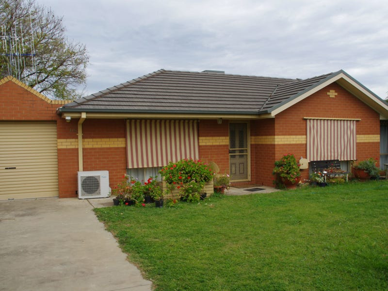 Unit 2/5 Apricot Circuit, Cobram, Vic 3644
