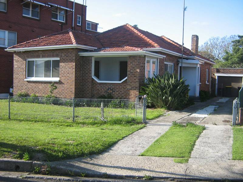 13 Exeter Avenue, North Wollongong, NSW 2500