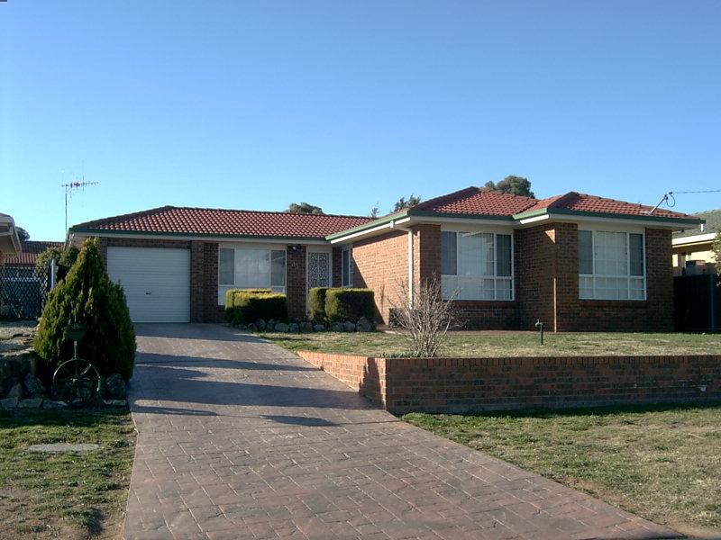 35 JACQUA AVENUE, Goulburn, NSW 2580