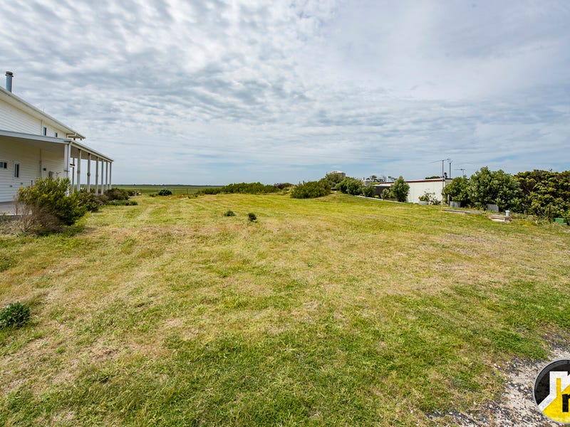 8 Cape Douglas Road, Cape Douglas, SA 5291