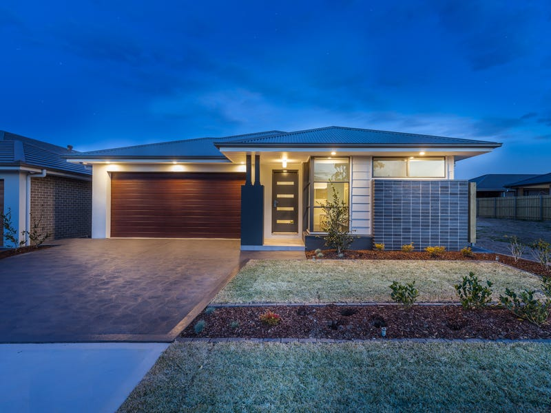30 Dowie  Drive, Claymore, NSW 2559