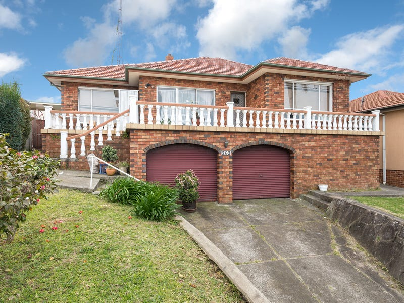 262 Northcliffe Drive, Lake Heights, NSW 2502