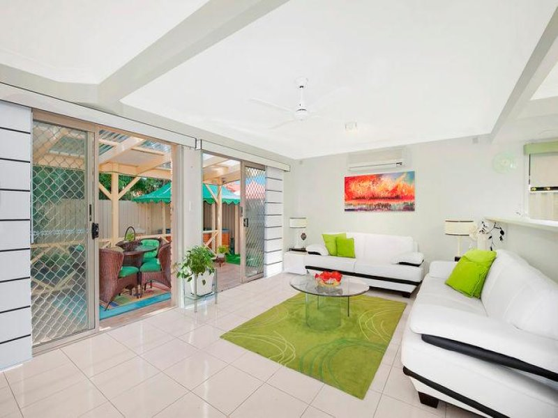 2/103 Nobby Parade, Miami, Qld 4220