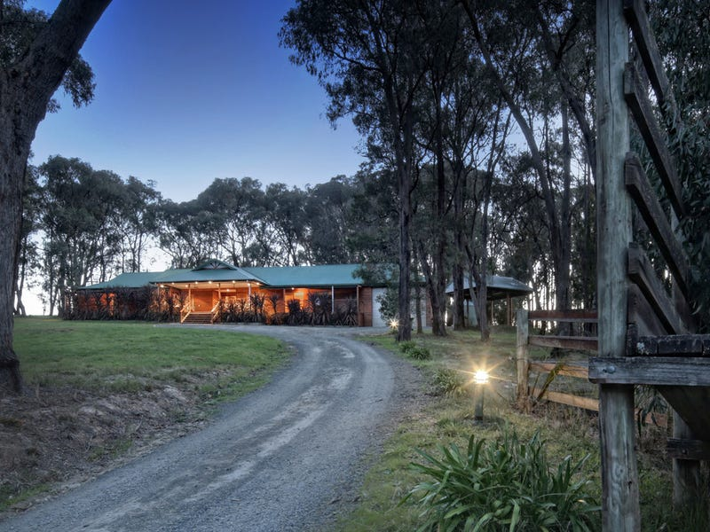 380 Woori Yallock Road, Cockatoo, Vic 3781