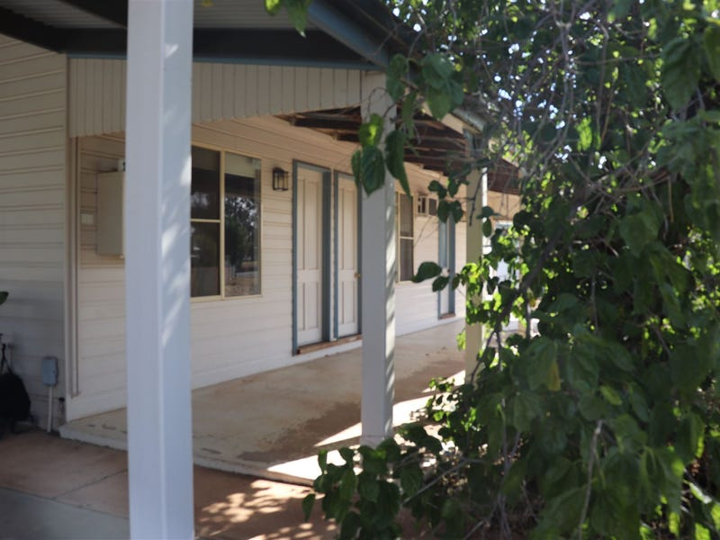 34 CEDAR STREET, West Wyalong, NSW 2671