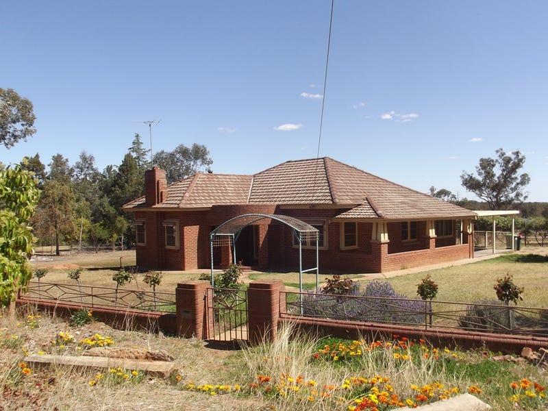196 Cowabbie St, Coolamon, NSW 2701