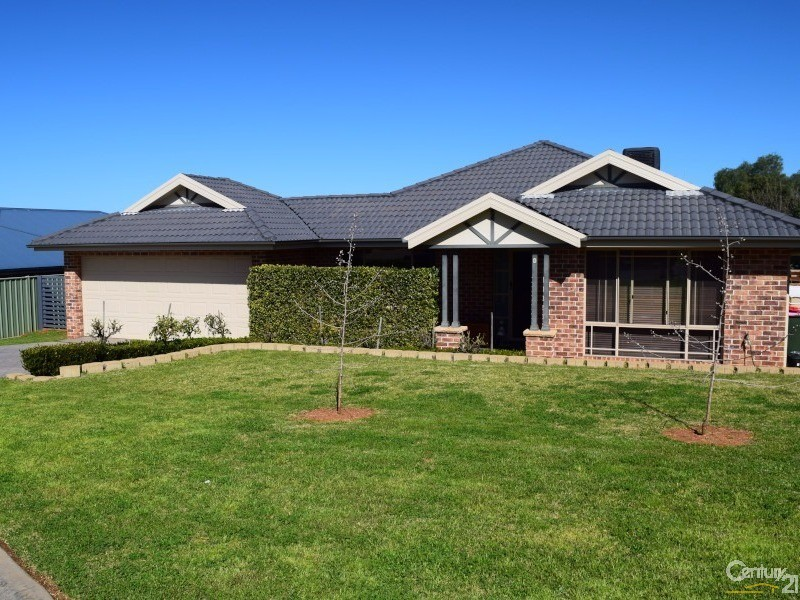 6 Charles Barber Close, Parkes, NSW 2870