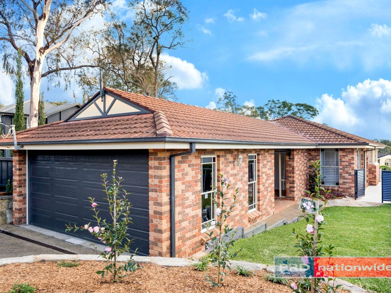 832 Henry Lawson Drive, Picnic Point, NSW 2213