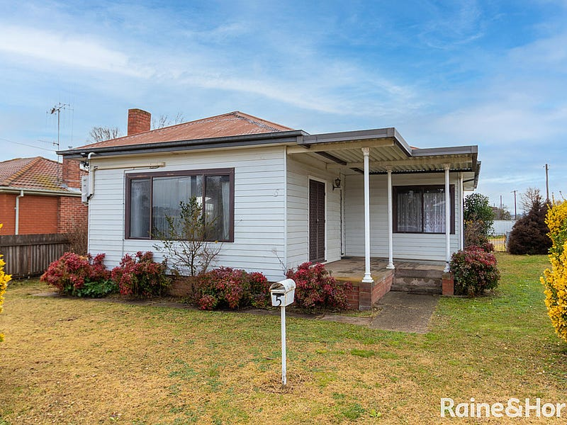 5 Russell Street, Gormans Hill, NSW 2795