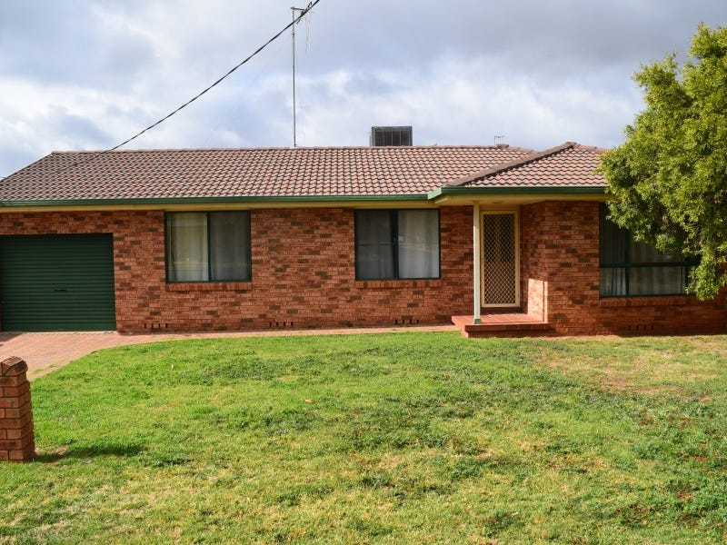 15 Flinders Street, Parkes, NSW 2870