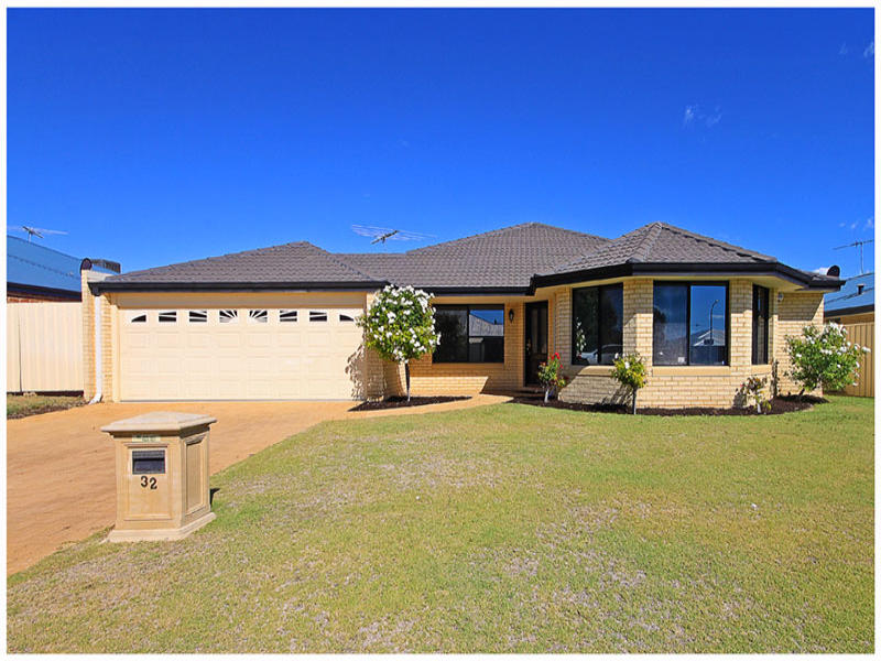 32 Clarafield Meander, Tapping, WA 6065