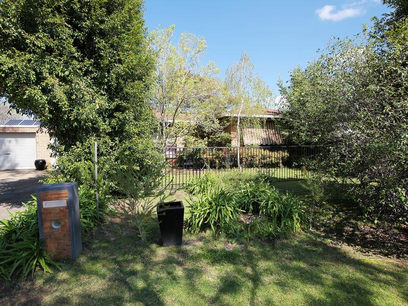 95 Undurra Drive, Glenfield Park, NSW 2650