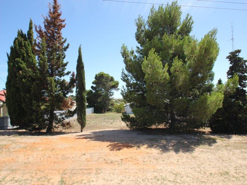 27  Hughes Avenue, Moonta Bay, SA 5558