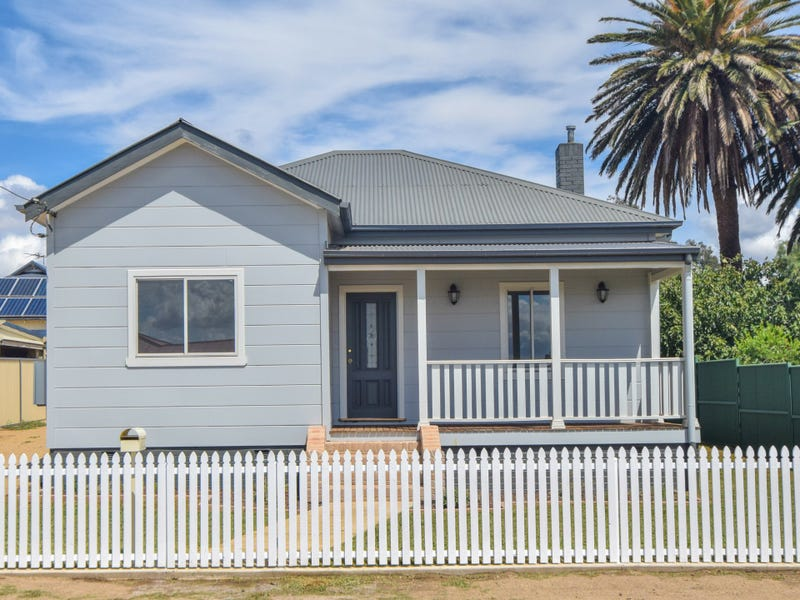 4 Patterson Avenue, Young, NSW 2594