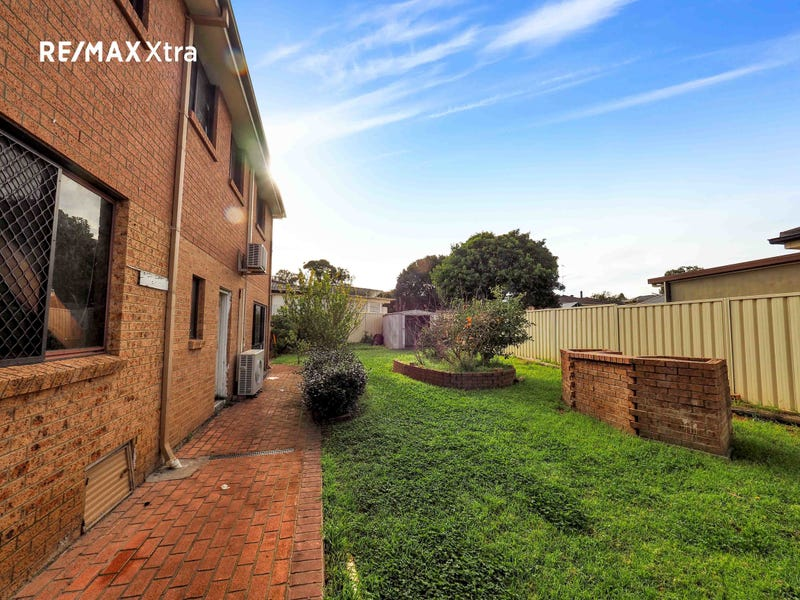 8 DOVE PLACE, St Clair, NSW 2330