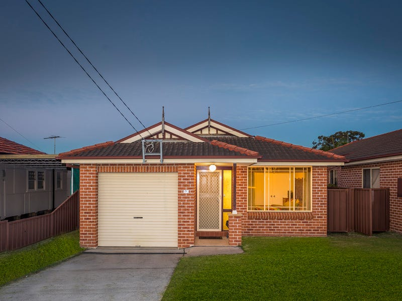 823 Henry Lawson Drive, Picnic Point, NSW 2213