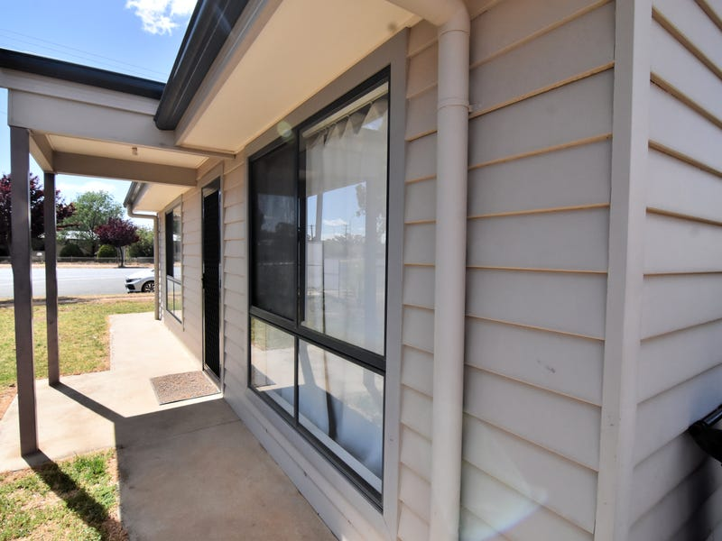 60 HOSKINS STREET, Temora, NSW 2666
