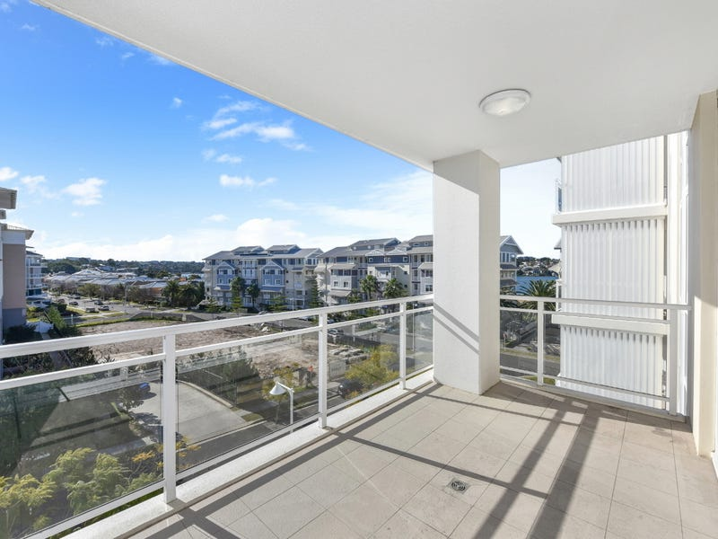 406/2 Rosewater Circuit, Breakfast Point