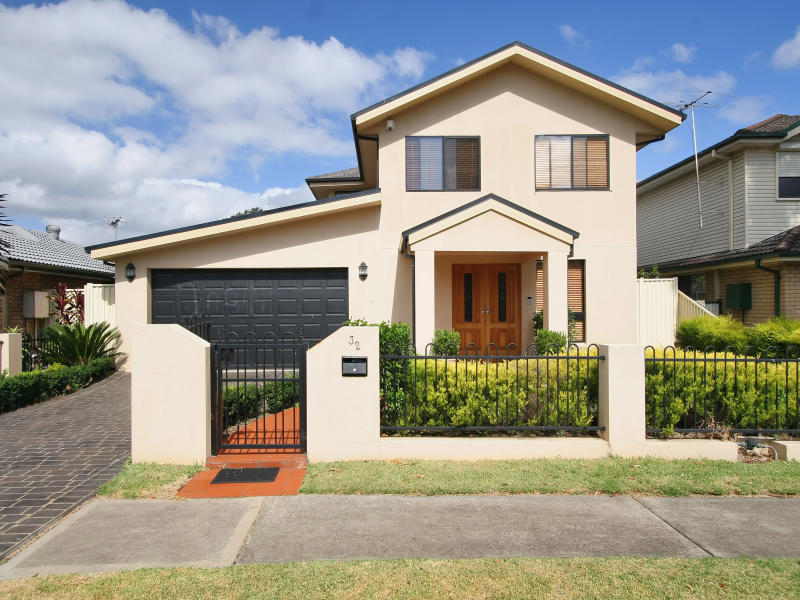 32 Hanna Ave, Lurnea, NSW 2170