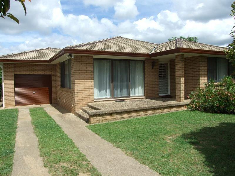1 Mangowa Close, Orange, NSW 2800