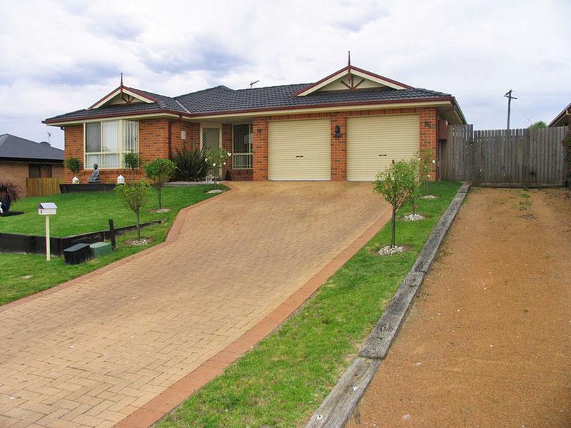 4 Walton Place, Moss Vale, NSW 2577