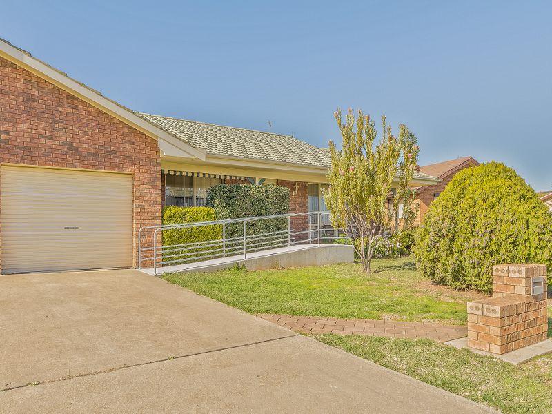 1/16 Echuca Place, Cowra, NSW 2794