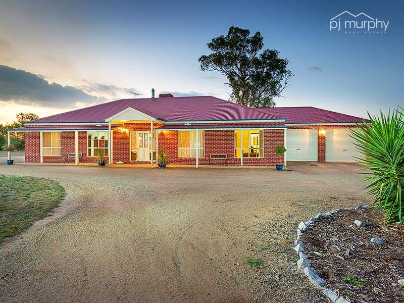 82 Lake View Drive, Table Top, NSW 2640